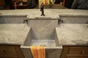 High backsplash bar sink